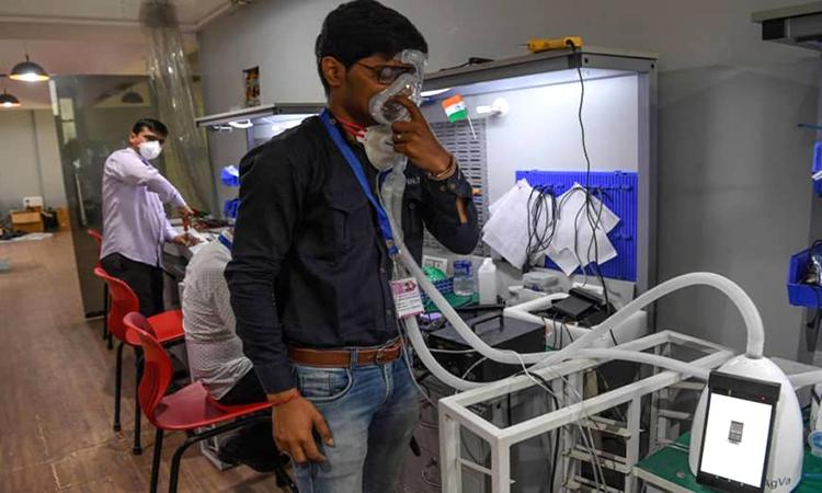 Máy thở mini giúp đối phó Covid-19