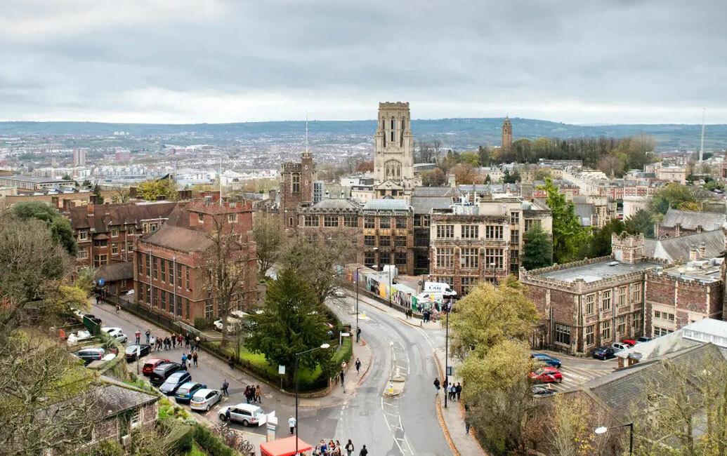 Đại học Bristol, nơi sa thải 84 nhân viên ký hợp đồng lao động ngắn hạn vì Covid-19. Ảnh: University of Bristol.