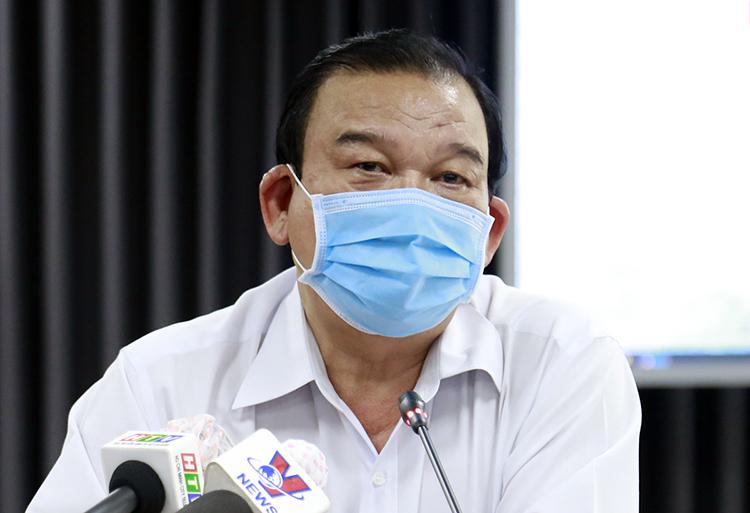 Giám đốc Sở Lao động - Thương binh và Xã hội TP HCM Lê Minh Tấn tại buổi họp báo. Ảnh: Hữu Công