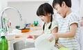 Tư duy người nghèo - lỗi cha mẹ lập trình tương lai cho con cái