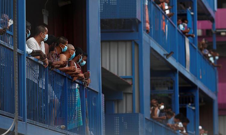 Lao động nhập cư tại khu ký túc xa S11 ởsố 2 Seletar North Link. Ảnh: Reuters.