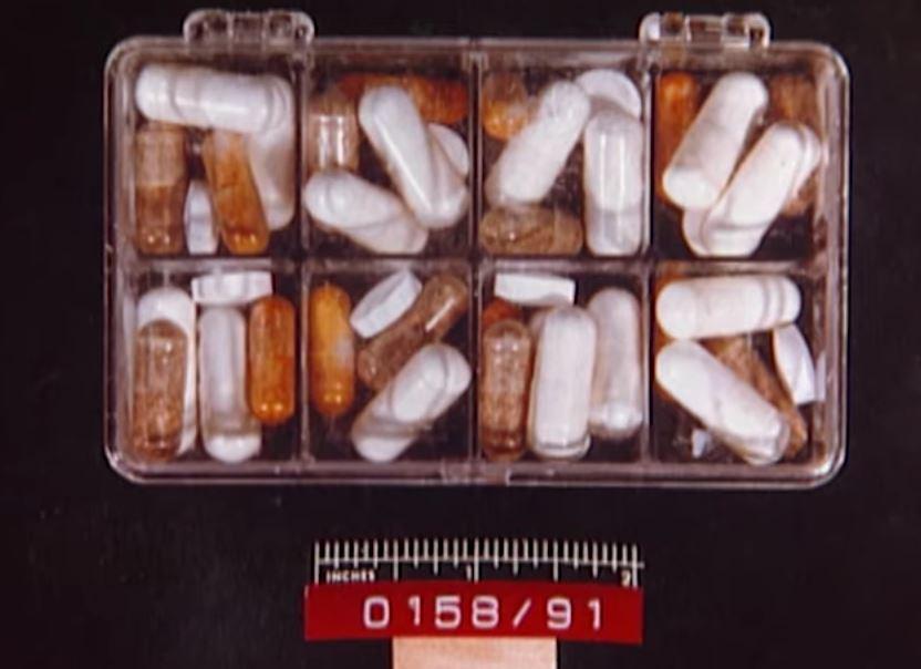 Số thuốc vitamin cảnh sát tìm thấy tại nhà hai vợ chồng. Ảnh: Filmrise.