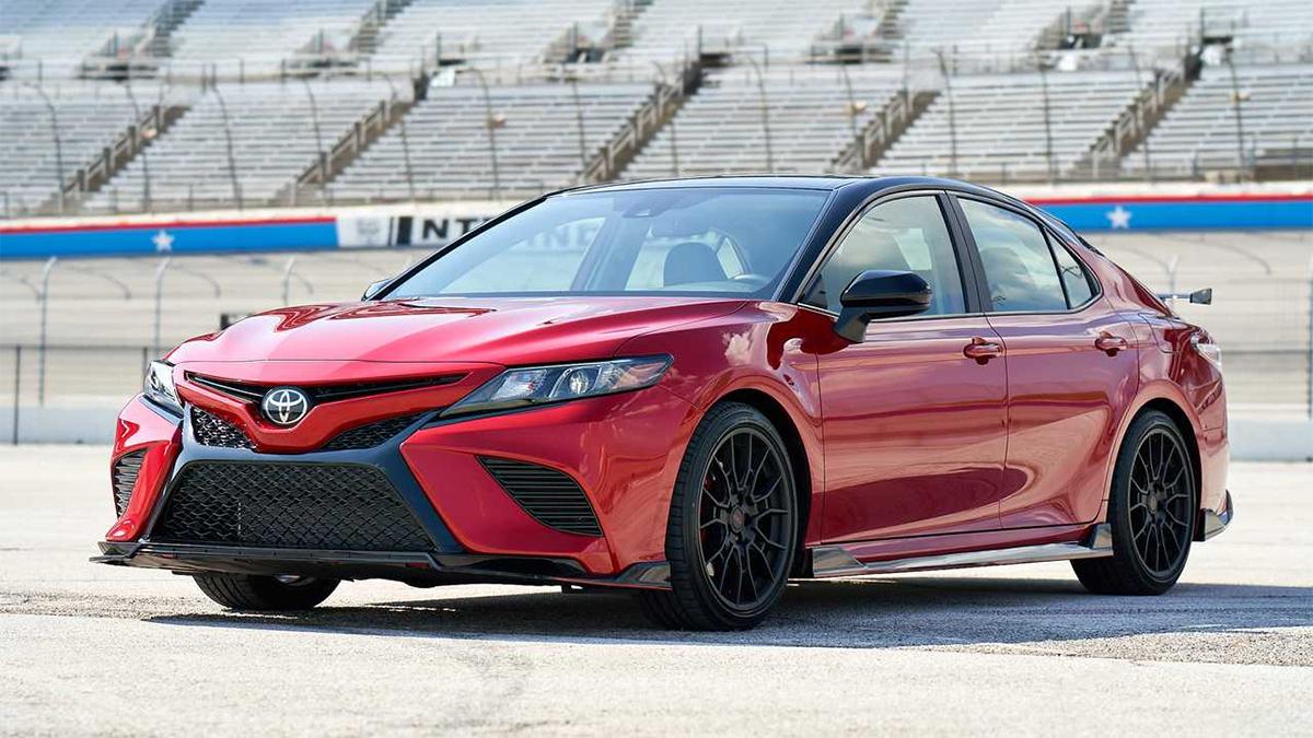 Toyota Camry giảm 5% doanh số so với cùng kỳ quý một 2019. Ảnh: Toyota.
