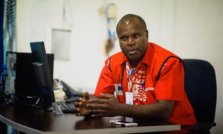 Russel Tamata, phát ngôn viên chính của nhóm cố vấn xử lý Covid-19 cho chính phủ. Ảnh: Guardian.