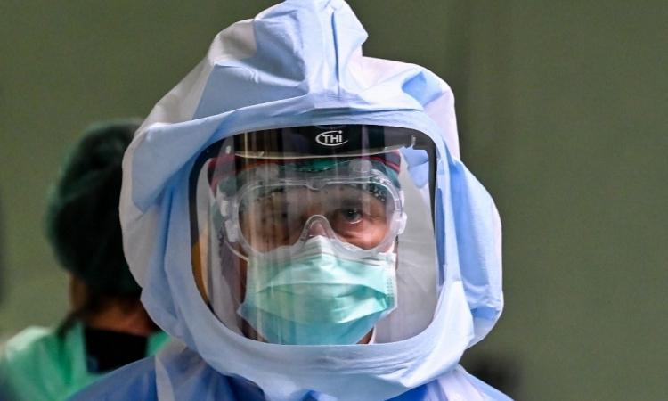 Nhân viên y tế mặc đồ bảo hộ tại bệnh viện Policlinico di Tor Vergata, ở Rome, Italy, hôm 8/4. Ảnh: AFP.