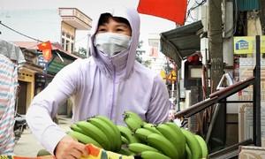 Tiếp tế thực phẩm cho thôn Hạ Lôi