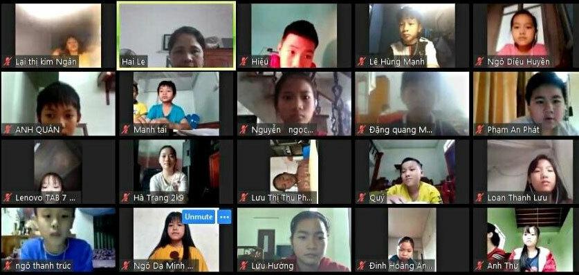Lớp học trực tuyến tại một trường tiểu học tại Hà Nam. Ảnh: Minh Hòa