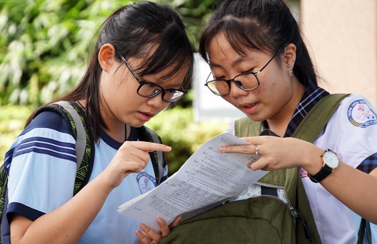 Học sinh tại TP HCM dự kỳ thi tuyển sinh lớp 10 hồi tháng 6/2019. Ảnh: Mạnh Tùng.