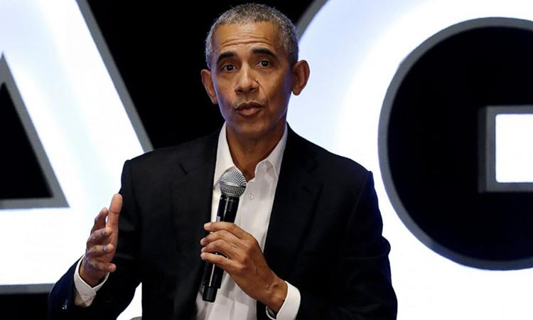 Cựu tổng thống Mỹ Barack Obama phát biểu tại một sự kiện ở Chicago, Mỹ hôm 15/2. Ảnh: AP.