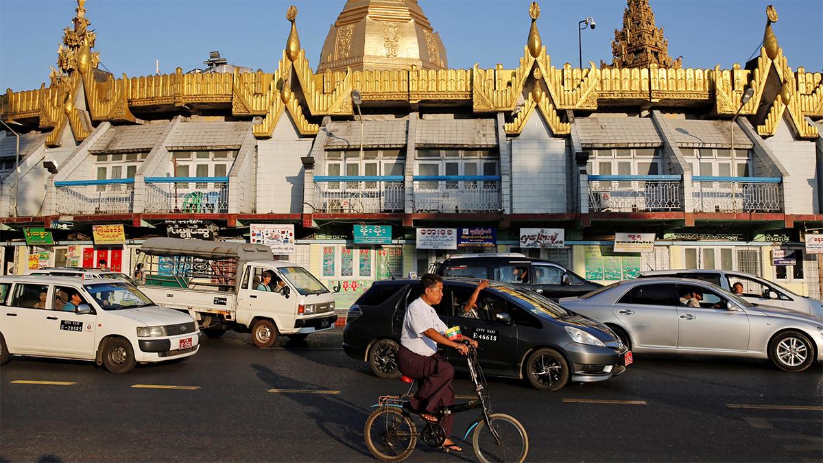 Đường phố Myanmar. Ảnh: Reuters