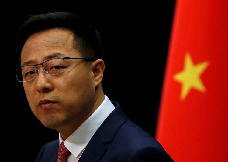 Phát ngôn viên Bộ Ngoại giao Trung Quốc Triệu Lập Kiên trong một cuộc họp báo ở Bắc Kinh ngày 8/4. Ảnh: Reuters.