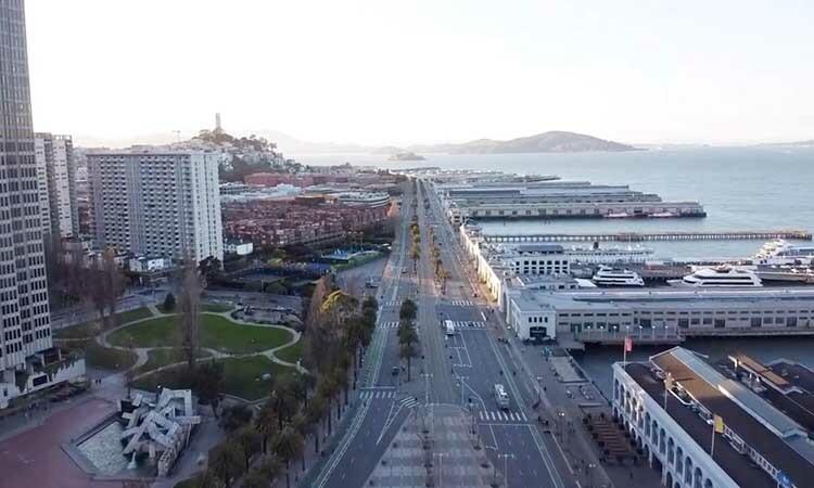 Con đường vắng vẻ tại thành phố San Francisco, bang California Mỹ hôm 7/4 khi lệnh phong tỏa được áp dụng. Ảnh: Reuters.