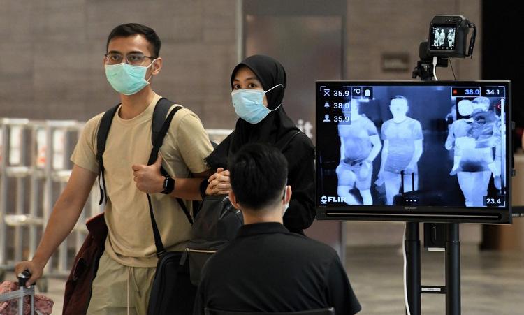 Điểm đo thân nhiệt tại sân bay Changi ngày 27/2. Ảnh: AFP.