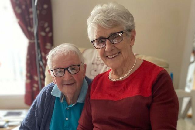 Ông Bryn Howells và bà Pat. Ảnh: Wales News Service