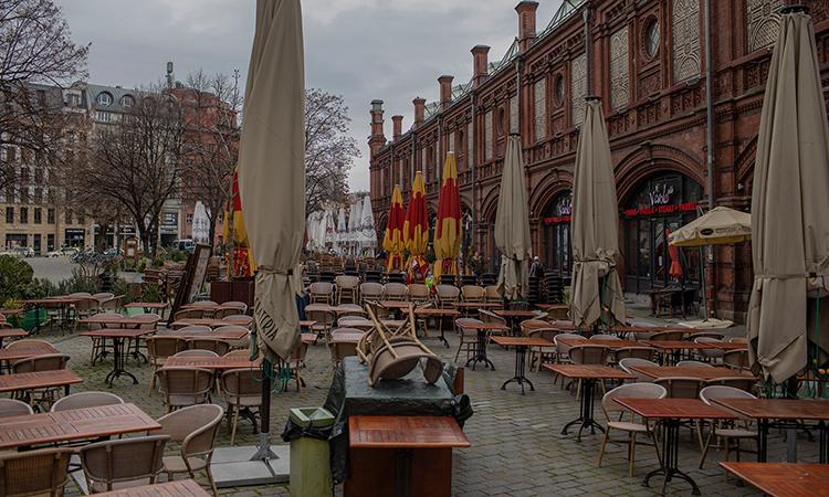 Nhà hàng đóng cửa tại quảng trườngHackescher Markt, ở quậnMitte, thủ đô Berlin. Ảnh: NYTimes.