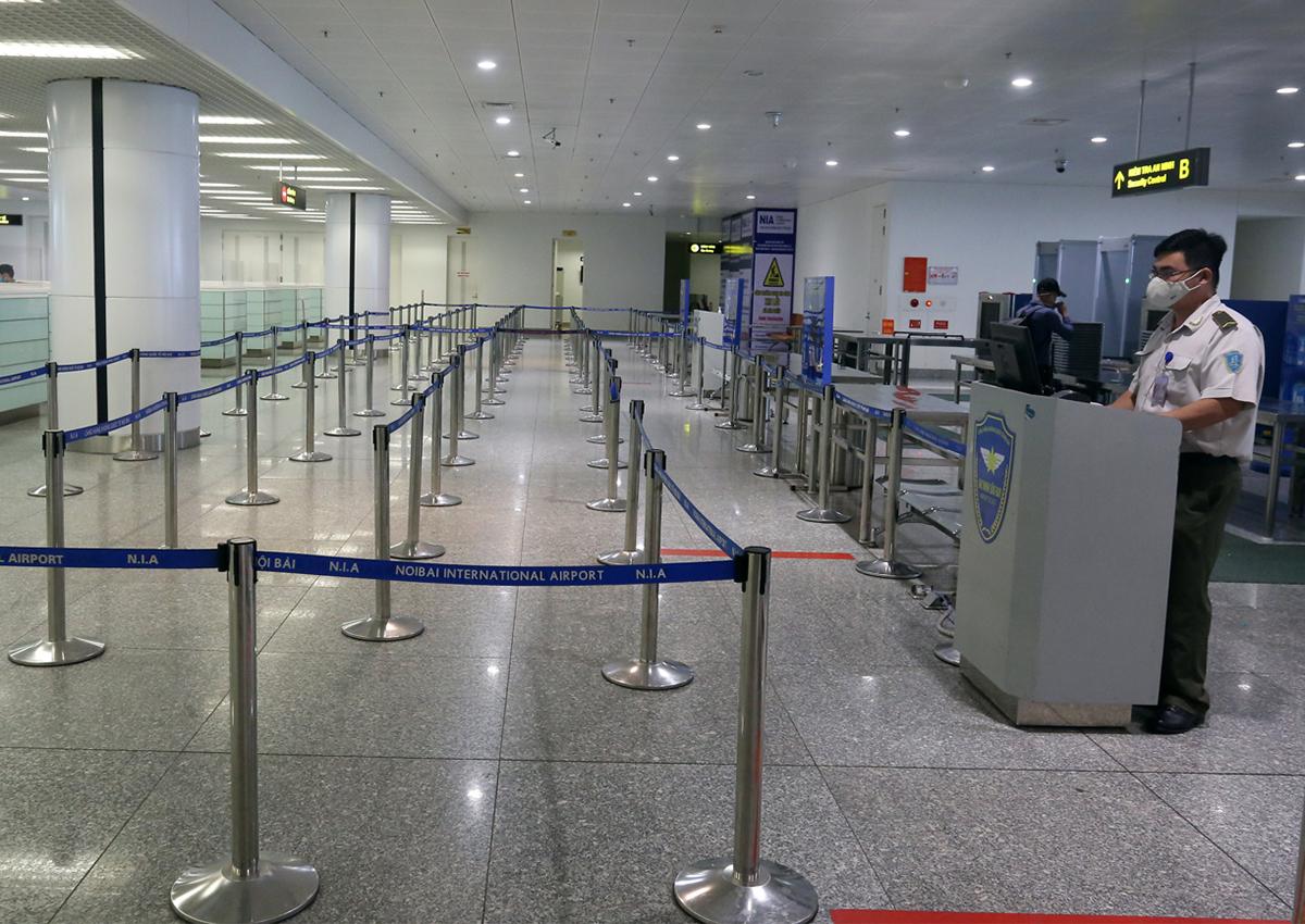 Sân bay Nội Bài vắng khách từ cuối tháng 3. Ảnh: Giang Huy.