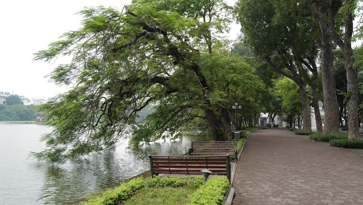 Hồ Gươm vắng vẻ trong thời gian giãn cách xã hội. Ảnh: Ngọc Thành