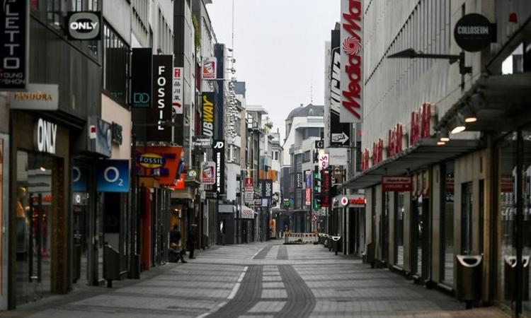 Một phố mua sắm ởCologne, thành phố phía tây nước Đức, hôm 19/4. Ảnh: AFP.