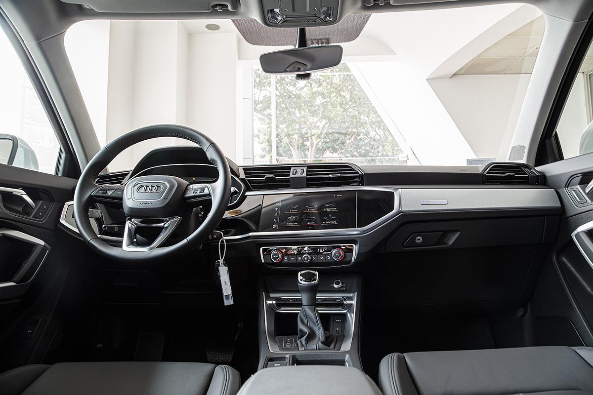 Nội thất Q3 mới phong cách thể thao. Ảnh: Audi.