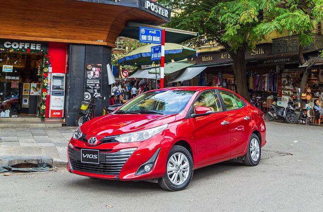Mẫu Toyota Vios 2020 lăn bánh trên phố ở Hà Nội. Ảnh: Toyota
