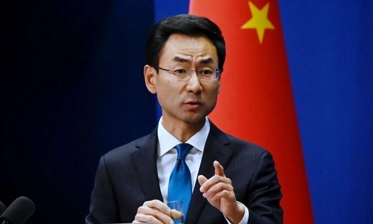 Phát ngôn viên Bộ Ngoại giao Trung Quốc Cảnh Sảng tại buổi họp báo ở Bắc Kinh hôm 20/4. Ảnh: AFP.