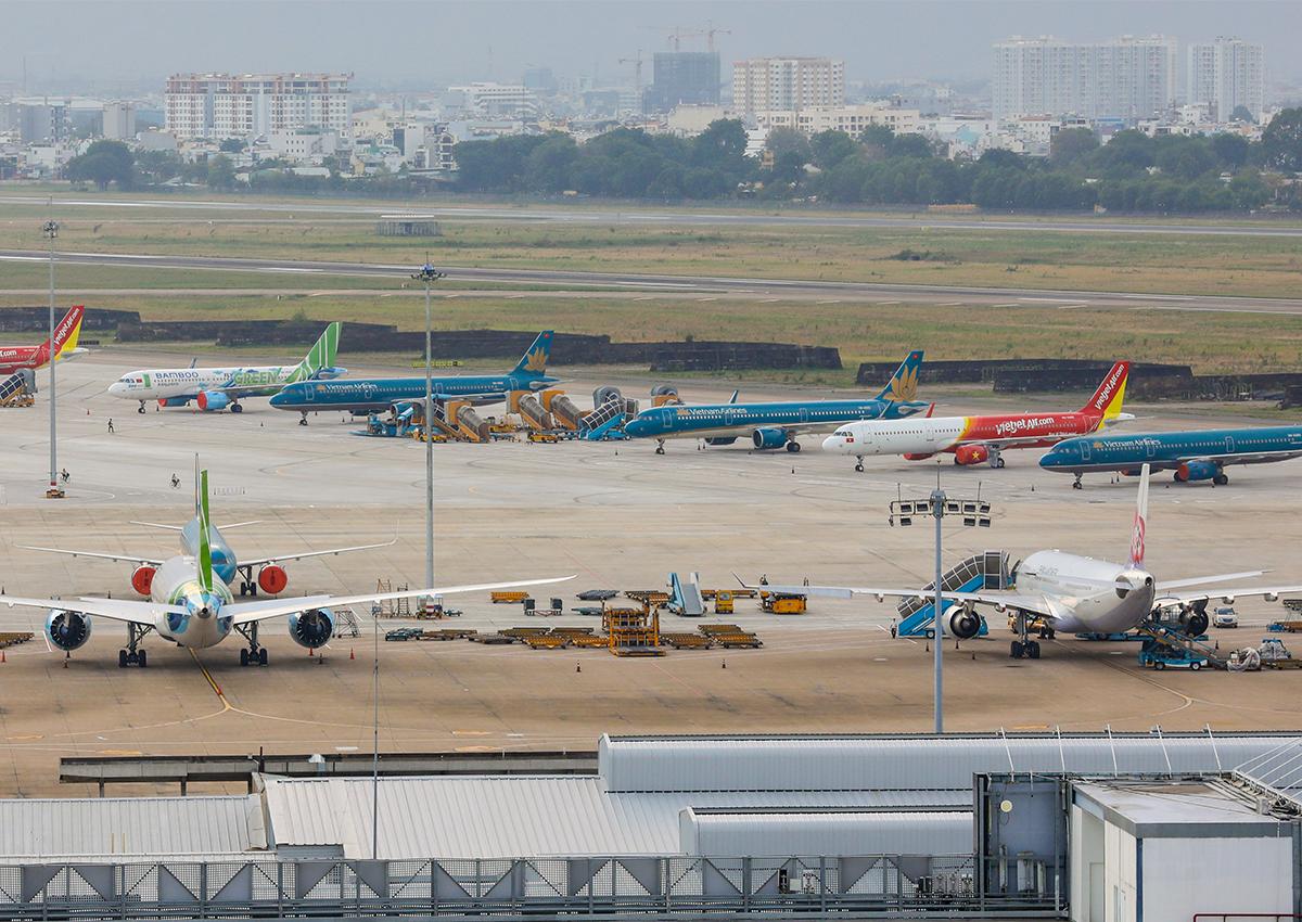 Máy bay không hoạt động tại sân bay Tân Sơn Nhất trong thời gian giãn cách xã hội. Ảnh: Quỳnh Trần.
