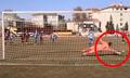 Thủ môn cản phá ba quả penalty liên tiếp