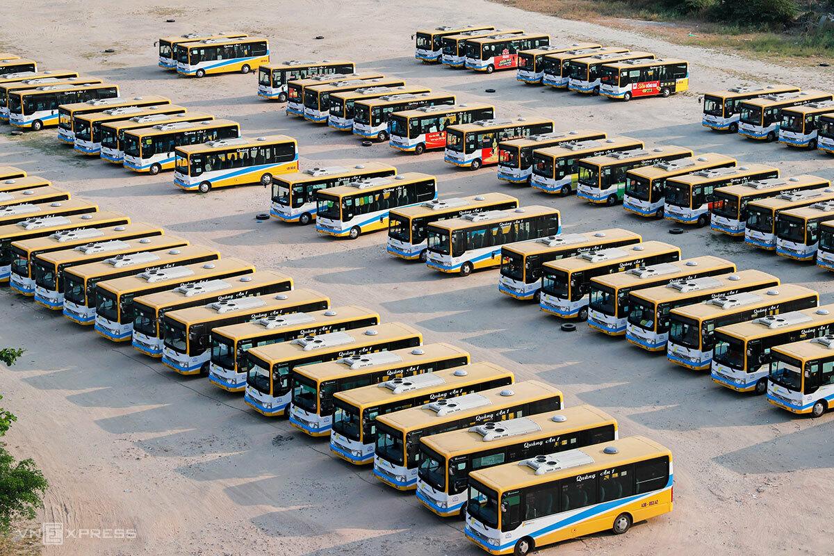 Xe buýt ở Đà Nẵng tạm thời chưa hoạt động trở lại. Ảnh: Nguyễn Đông.