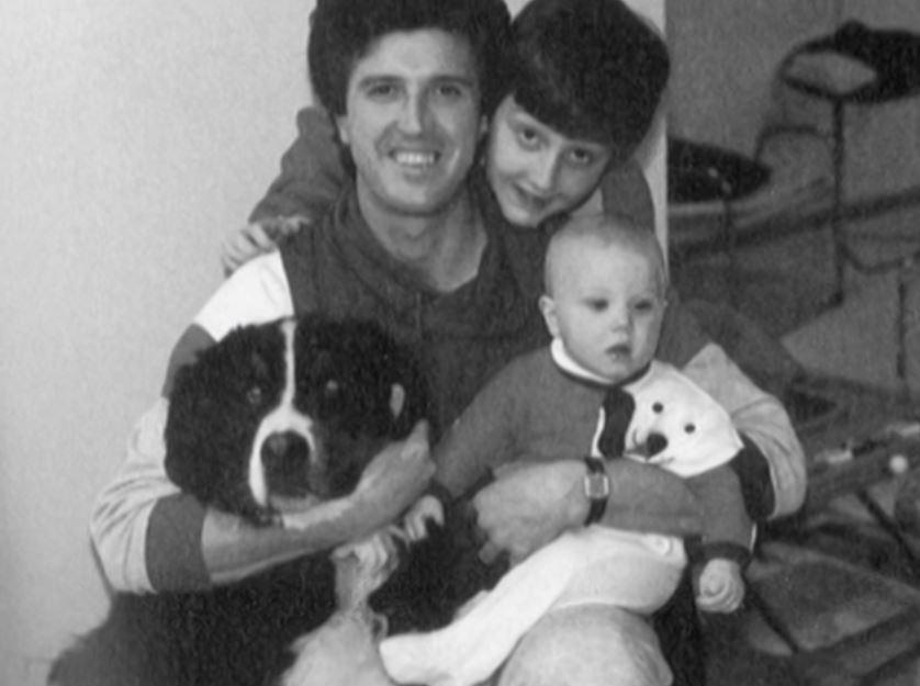 Gia đình Zachary cũng nuôi giống chó núi Bern có lông giống sợi lông được tìm thấy trên thi thể. Ảnh: Filmrise.
