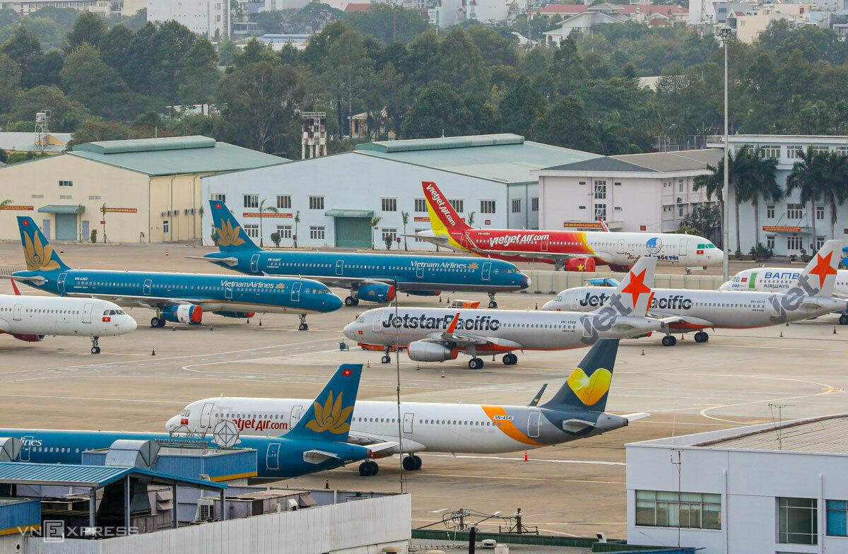 Máy bay đỗ tại sân bay Tân Sơn Nhất trong thời gian giãn cách xã hội. Ảnh: Quỳnh Trần.