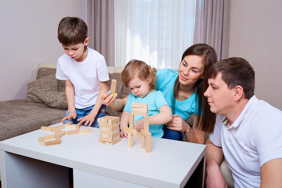 Thông qua thực hành các thí nghiệm khoa học, cha mẹ rèn cho trẻ kỹ năng phân tích, giao tiếp, thuyết trình.