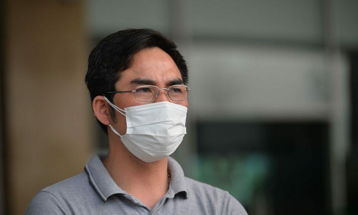 Bệnh nhân 137 khi được tuyên bố khỏi bệnh ngày 7/4. Ảnh: Ngọc Thành.