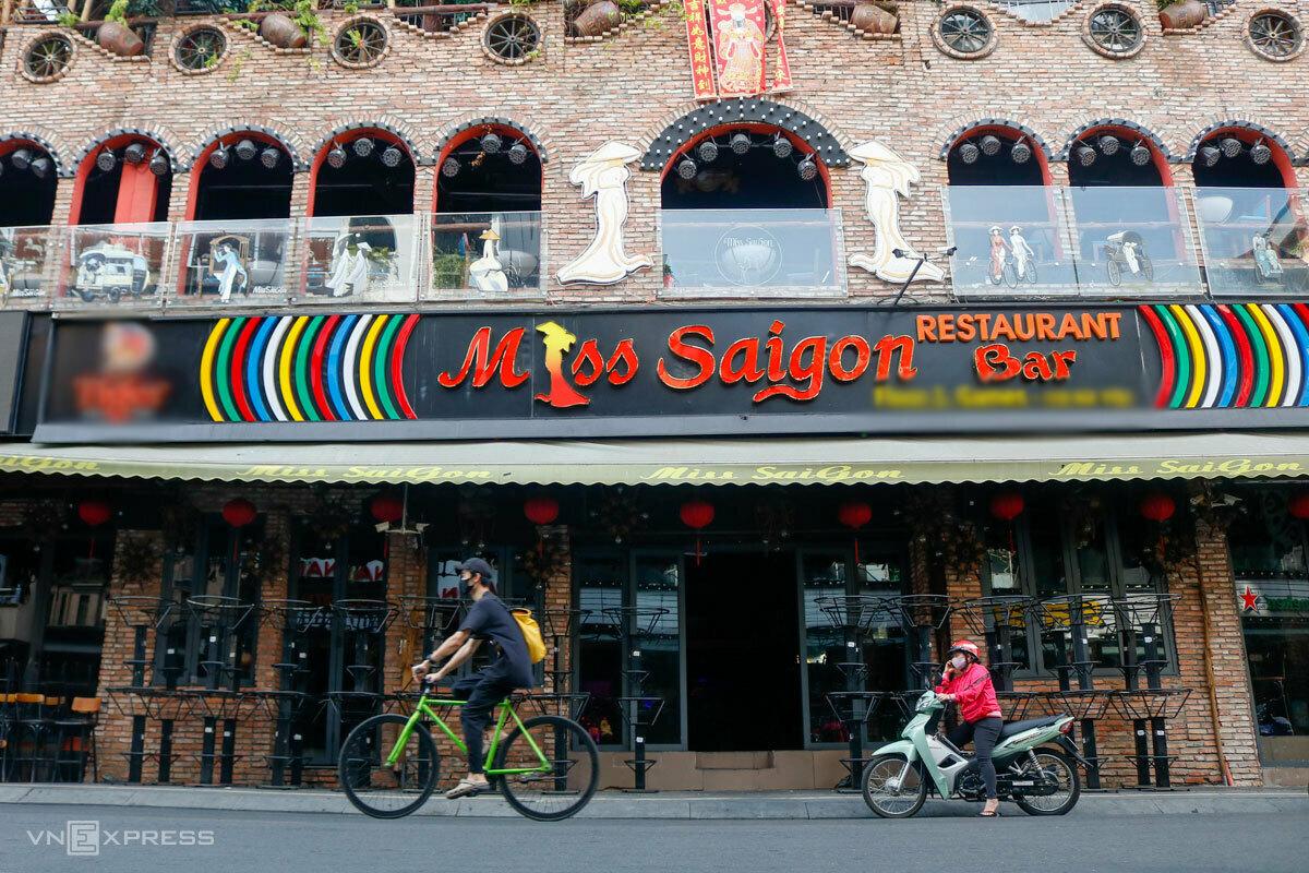 Quán bar ở phố Bùi Viện, Quận 1, TP HCM vẫn đóng cửa ngày 23/4. Ảnh: Nguyệt Nhi.