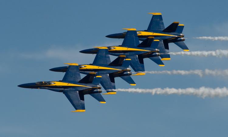 Đội bay Blue Angels biểu diễn tại bang California năm 2019. Ảnh: US Navy.