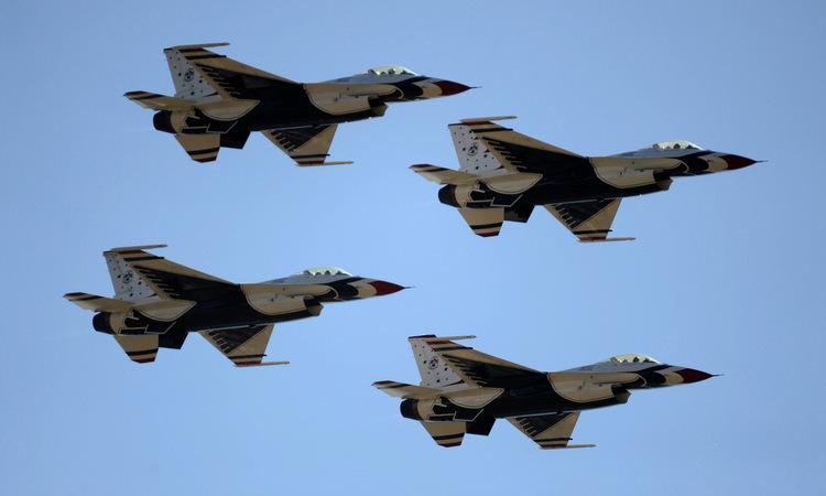 Tiêm kích F-16C của đội bay Thunderbirds. Ảnh: USAF.