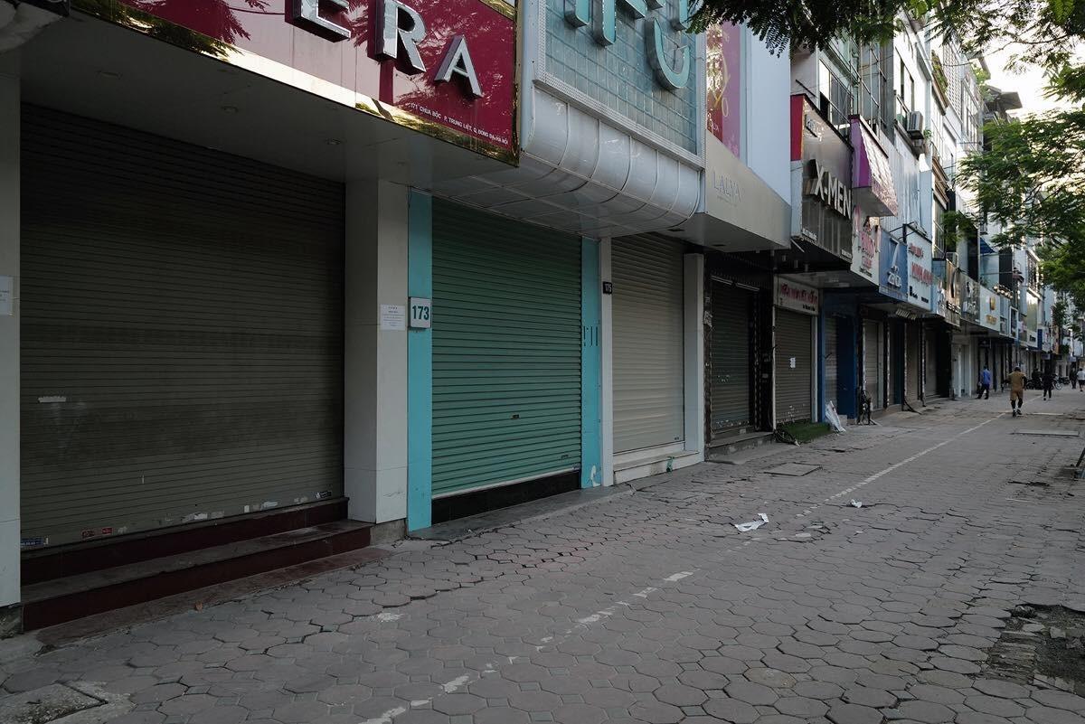 Nhiều cửa hàng ở thủ đô dừng hoạt động trong thời gian cách ly xã hội (ngày 1 đến 23/4). Ảnh: Võ Hải