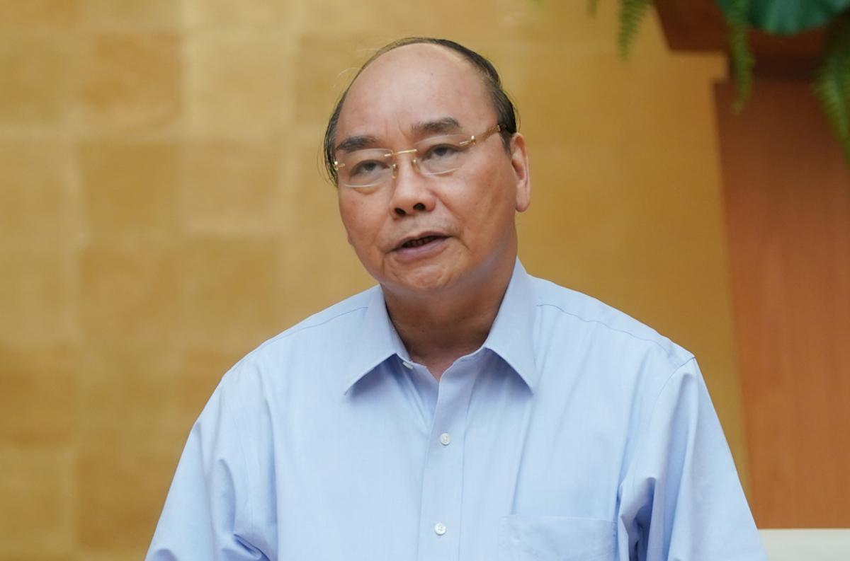 Thủ tướng Nguyễn Xuân Phúc chủ trì họp Thường trực Chính phủ, chiêu 28/4. Ảnh: VGP