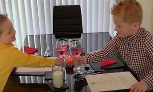 Bố mẹ khai trương nhà hàng phục vụ con trong mùa dịch