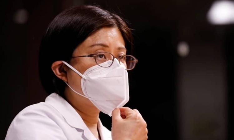 Fumie Sakamoto trả lời phỏng vấn trong bệnh viện St. Luke ở Tokyo hôm 21/4. Ảnh: Reuters.