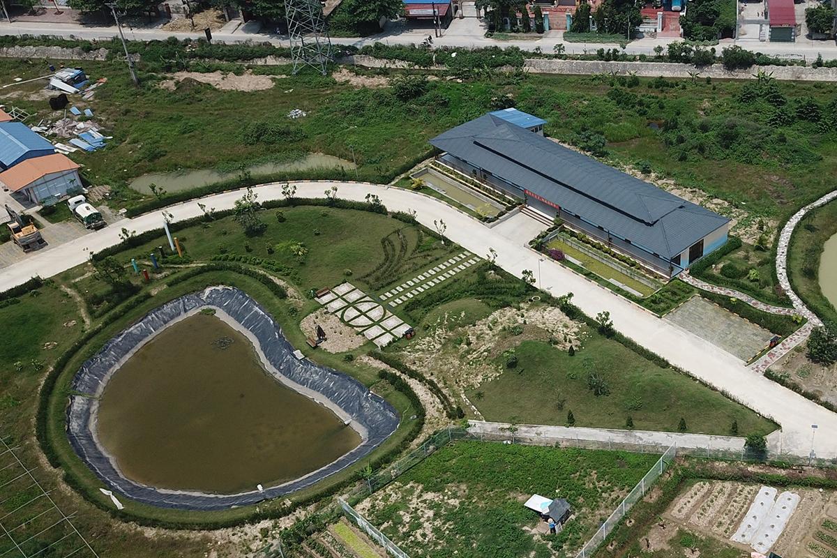 Ngôi nhà rộng tới 500m2 nằm trong khu nhà được Thâm Việt xây dựng trên phần đất quy hoạch trồng cây xanh phía cuối KCN An Dương được Hải Phòng gia hạn trong ngày 28/4 phải tiến hành phá dỡ. Ảnh: Giang Chinh
