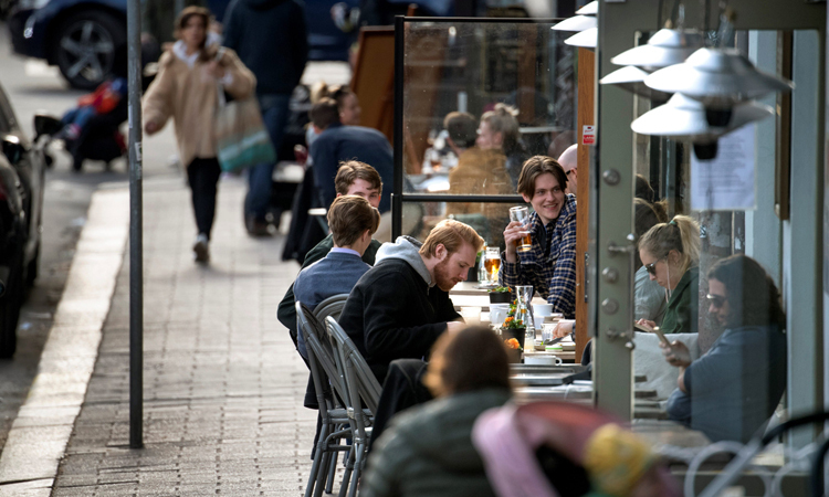 A cafe in Stockholm is still crowded on April 20. Photo: Reuters.