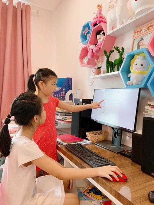 Lựa chọn đa dạng hình thức học online và tương tác với học sinh phù hợp với lứa tuổi và lịch sinh hoạt gia đình học sinh là khó khăn của trường với mong muốn các emvui học mỗi ngày.