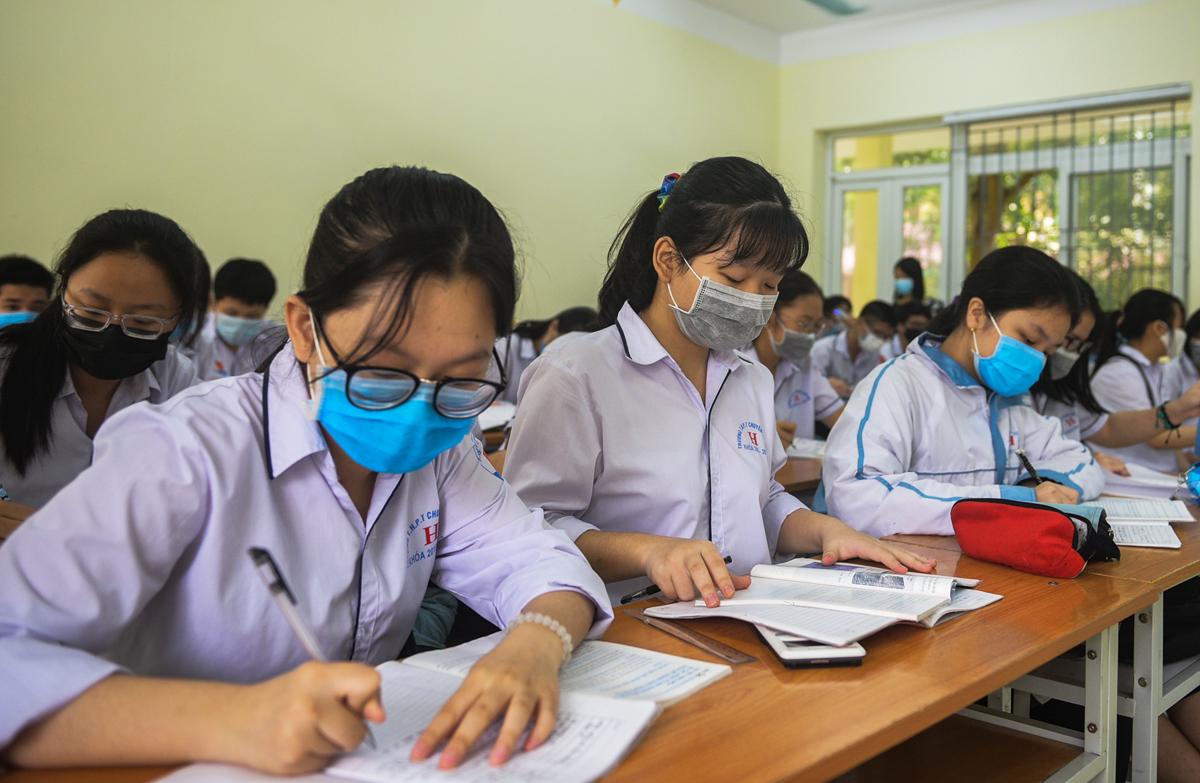 Học sinh Thanh Hóa đi học trở lại ngày 21/4. Ảnh: Lê Hoàng.