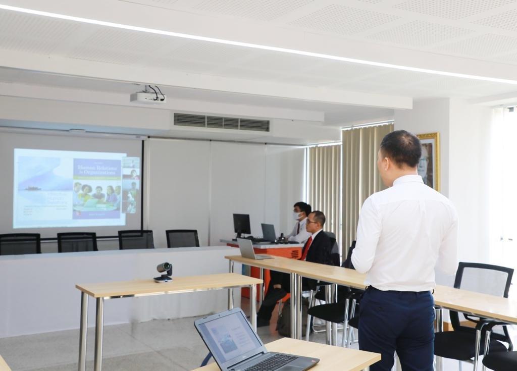 Giảng viên Trường Đại học Quốc tế Sài Gòn trong giờ dạy học trực tuyến.
