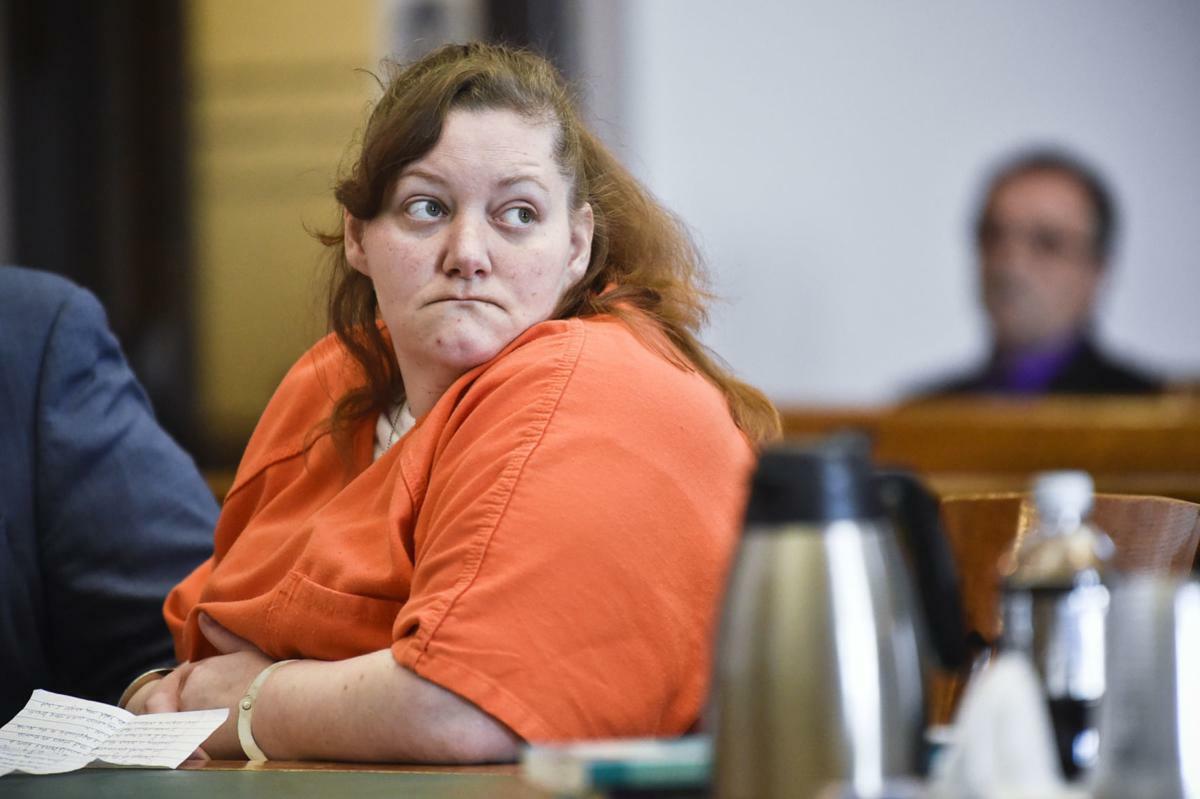 Kimberly Feigert nói xin lỗi khi được phát biểu tại tòa. Ảnh: Thom Bridge/Independent Record.