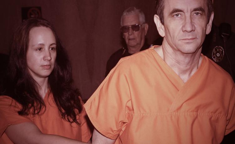 Brenda và James dắt nhau ra tòa. Ảnh: Oxygen.