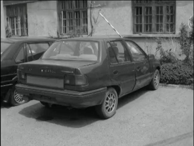 Chiếc xe bị xóa gần hết mã số nhận biết. Ảnh: CCTV.