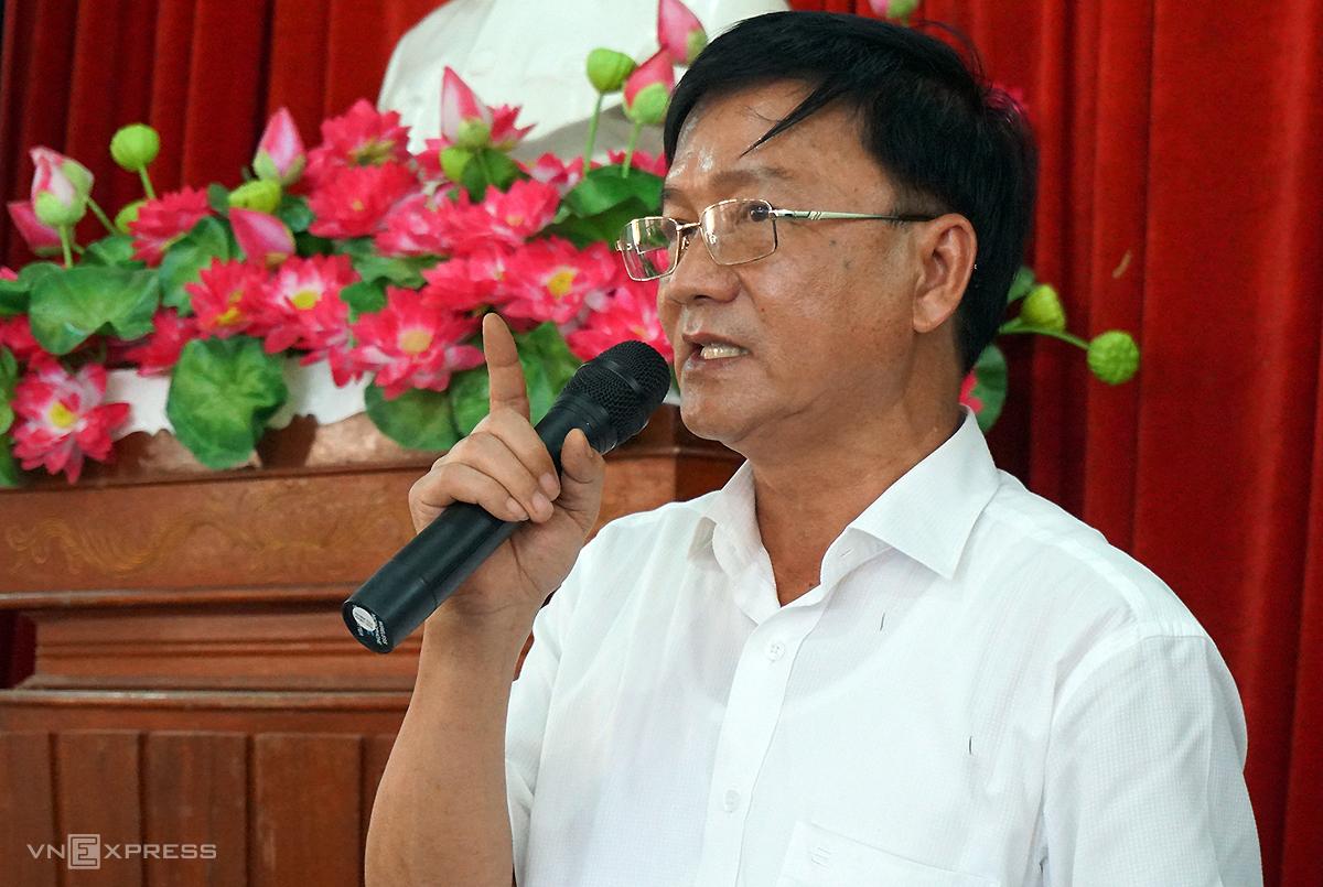 Chủ tịch tỉnh Quảng Ngãi Trần Ngọc Căng tại buổi đối thoại với người dân huyện Đức Phổ về vấn đề nhà máy xử lý rác vào tháng 8/2018. Ảnh: Trà Giang.