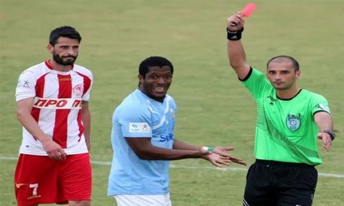 Cầu thủ bị thẻ đỏ khi chưa chạm bóng - 3