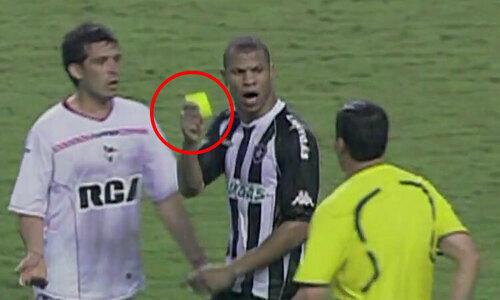 Cầu thủ bị thẻ đỏ khi chưa chạm bóng - 2